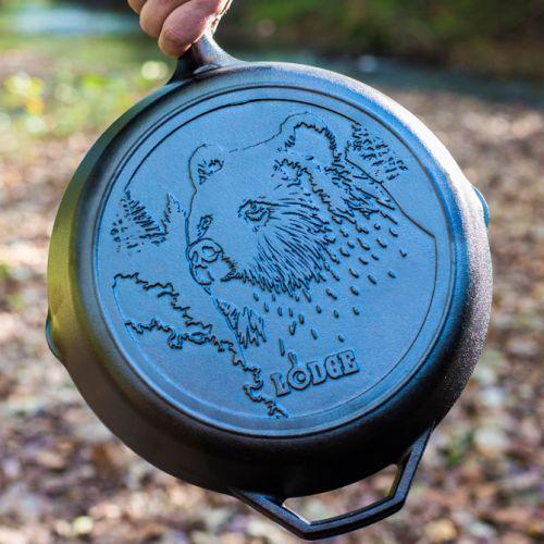 "Lodge Wildlife Series-Brown Bear 鋳鉄製フライパン (L10SKWLBR) / SKILLET BRN BEAR12"""