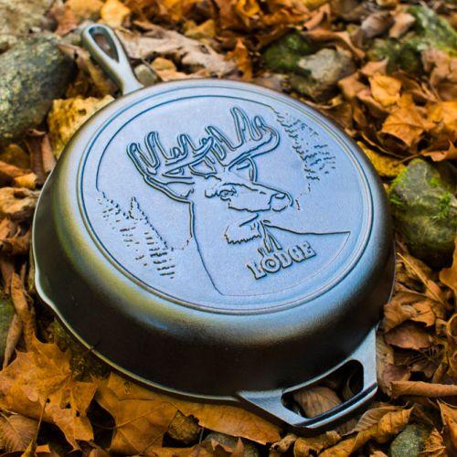 "Lodge Wildlife Series-Whitetail Buck 鋳鉄製フライパン (L8SKWLDR) / SKILLET WHTTL BUCK10.25"""